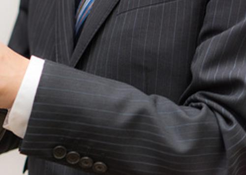 ストライプスーツが与える印象や着こなしは シャツやネクタイの