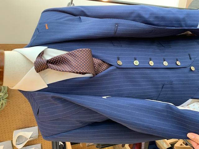 ネクタイとスーツのコーディネート