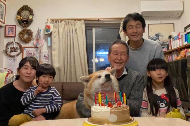 秋田犬さっちゃんの12歳の誕生日会を、家族みんなでやりました!