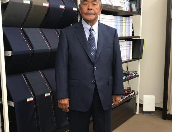 高校サッカーで、国見高校の黄金時代を築き上げた、元国見高校監督の小嶺忠敏様が、SADAでお仕立てしたオーダースーツ姿のお写真を下さいました!