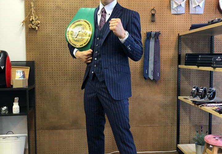 現WBCムエタイ日本ウェルター級王者のキックボクサーの健太選手が、SADAでお仕立てしたオーダースーツ姿のお写真を下さいました!