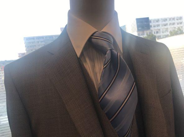 水色ネクタイ
