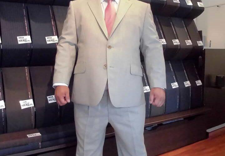 「相撲芸人」あかつさんが、SADAでお仕立てしたオーダースーツ姿のお写真を下さいました(^^)