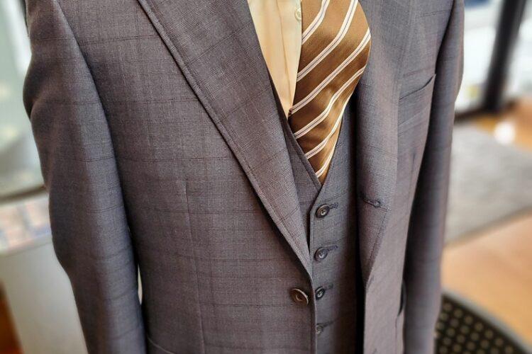 ベスト付きスーツ